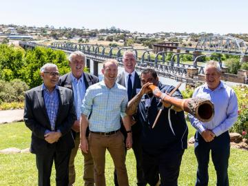 450KM MURRAY COORONG TRAIL LEAPS AHEAD AS MILESTONE PARTNERSHIP AGREEMENT SIGNED BY STATE GOVERNMENT